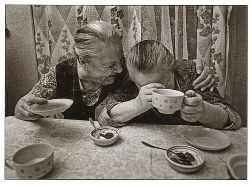 old-ladies-laughing-over-coffee